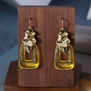 NWOT Alexis Bitter Yellow Resin Gold Wave Earrings